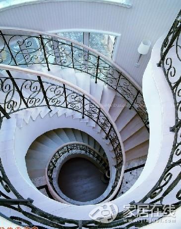 欧式楼梯装修效果图 美观大气坐享美景