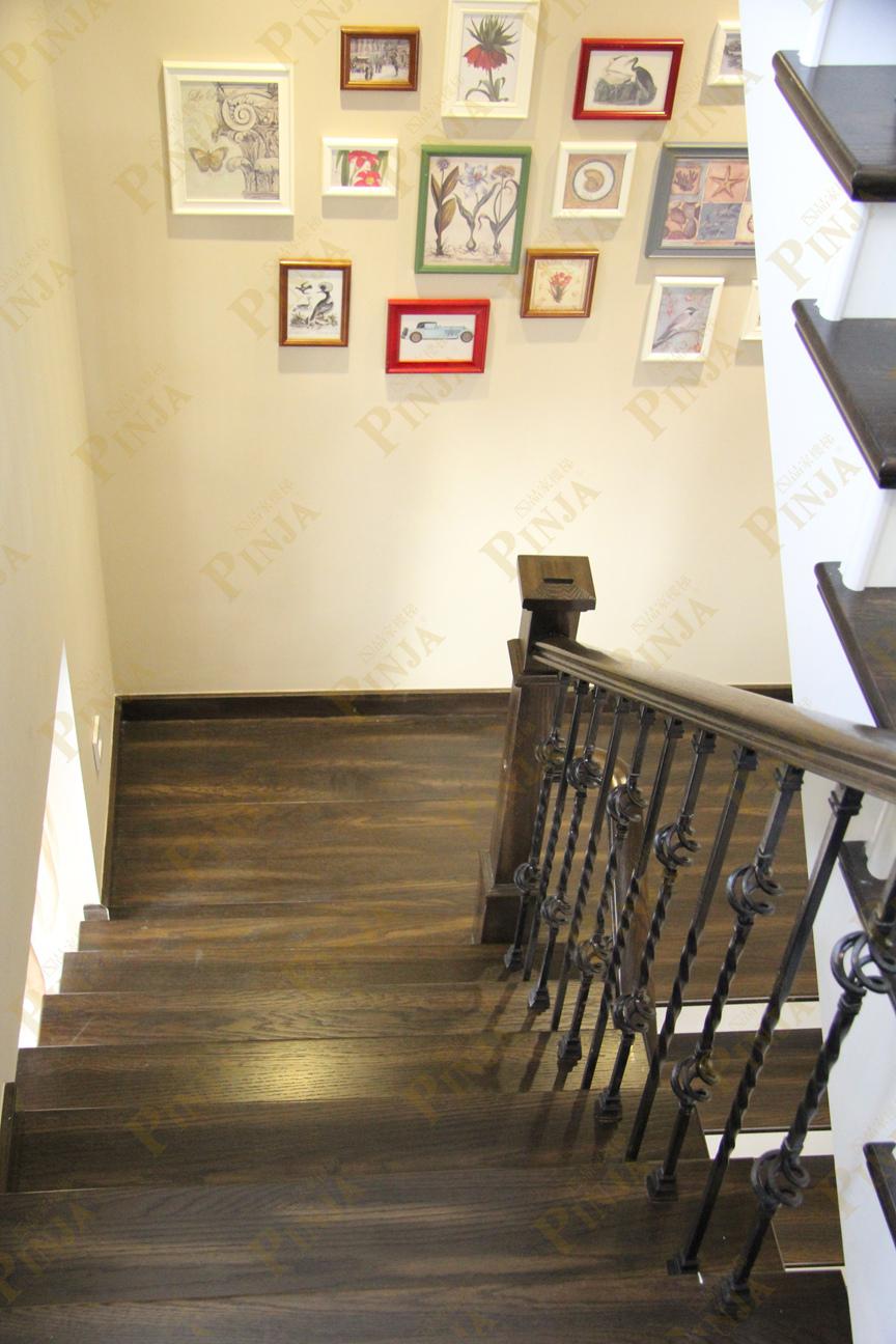 钢槽封包橡木楼梯踏板_钢架楼梯铁艺立柱_橡木楼梯防滑扶手