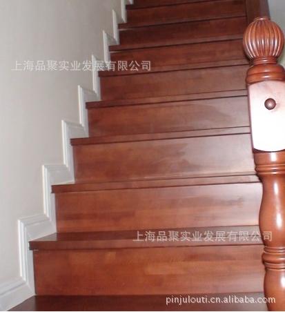 品家别墅水泥基础实木楼梯
