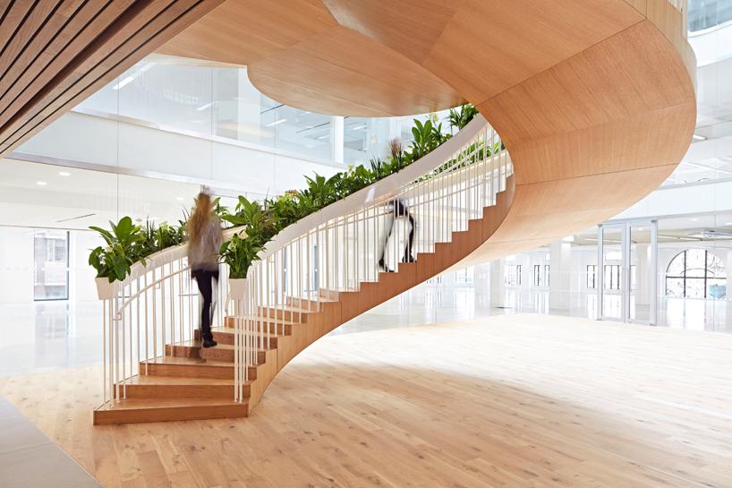 别墅内花园楼梯设计大面积室内楼梯制作板式楼梯制造