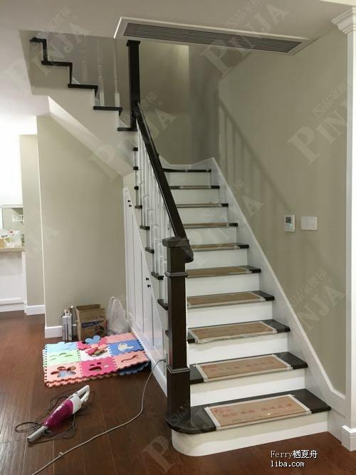 楼梯原木榉木材质搭建_钢架封包榉木楼梯踏板_楼梯样品展厅