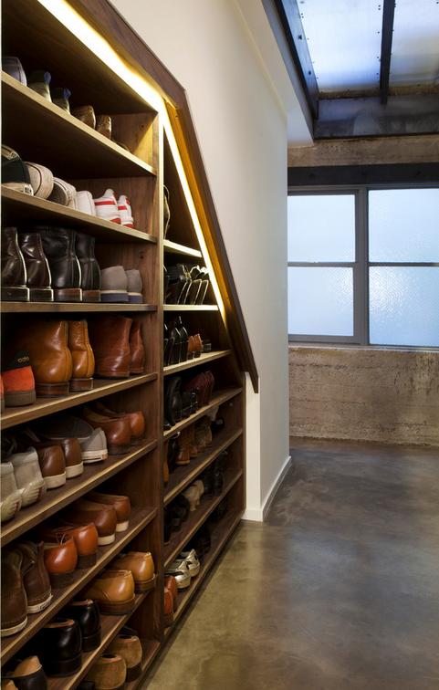 楼梯下空间的利用-鞋架-上海楼梯|实木楼梯|楼梯|别墅