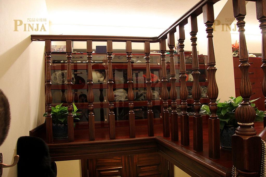 欧式进户客厅楼梯效果图