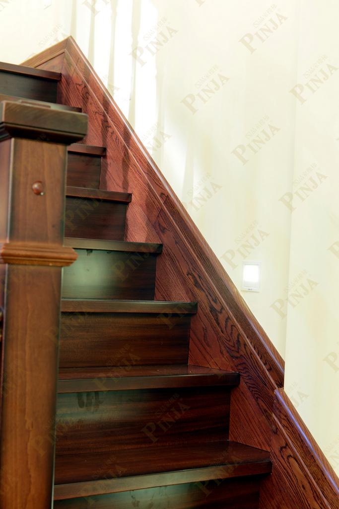 室内楼梯颜色复古_榉木混搭楼梯面踢脚线_楼梯地面地板接口