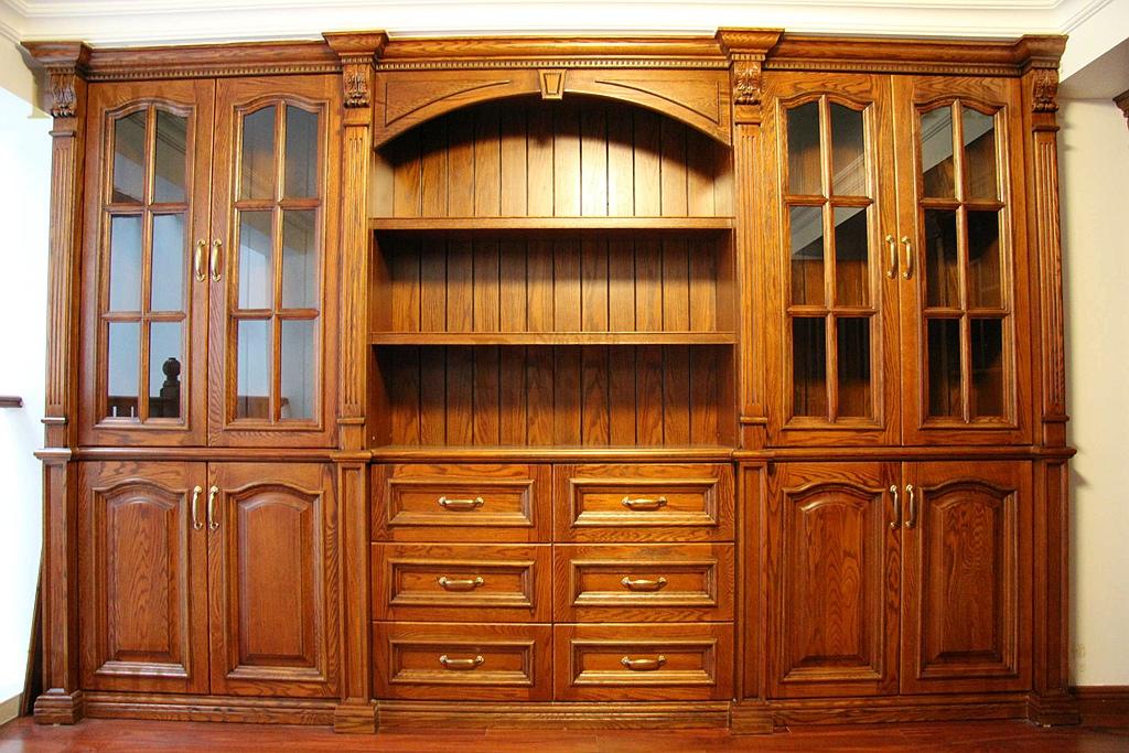 **风格定位于欧式,楼梯,木门及柜子都是选用北美红橡木制作.