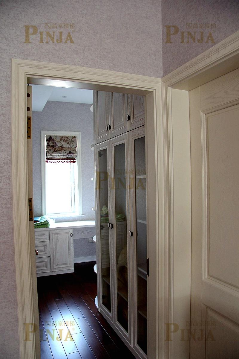 欧式楼梯下面的柜子