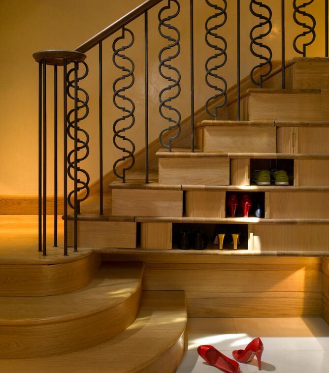 品家楼梯:楼梯下的鞋柜 超级实用